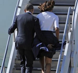 O casal Obama, o Air Force One e o vento