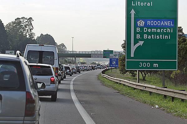Congestionamento na Rodovia dos Imigrantes. Crédito: Sergio Castro/Estadão