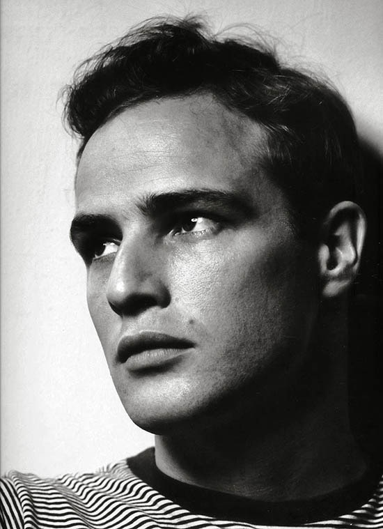 Marlon Brando em Nova Iorque, 1950. Foto Philippe Halsman.